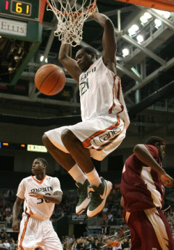 Dwayne Collins dunks
