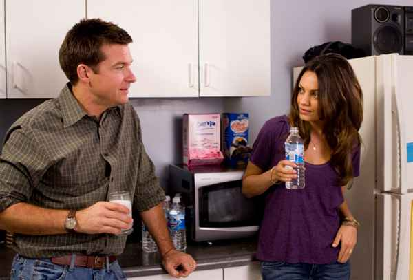 Extract_movie_image_jason_bateman_and_mila_kunis