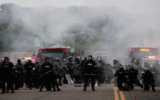 91066115CH040_PROTESTORS_HI