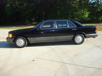 1989_Mercedes-Benz_300SE