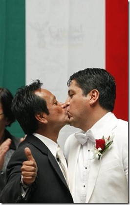 kiss men