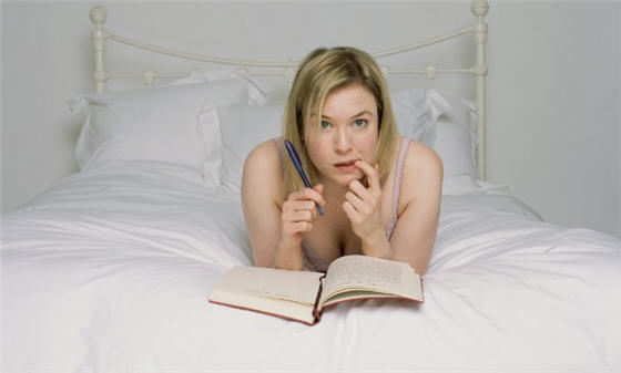 Bridget_jones_writing_in_diary
