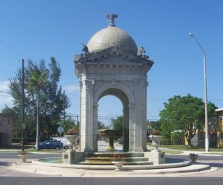North_Miami_FL_Fulford_by_the_Sea_Entrance01