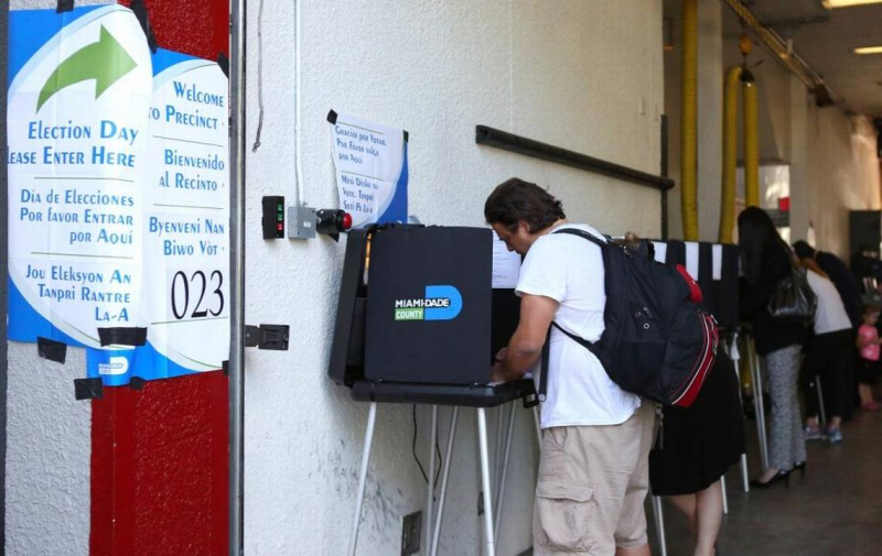 Voting in Miami David Santiago elneuvoherald