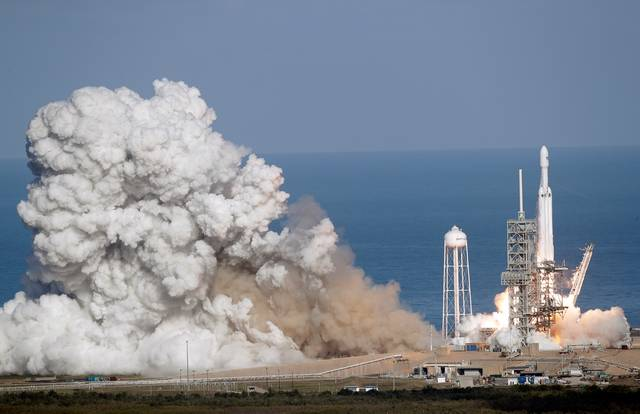SpaceX New Rocket Launch (2)