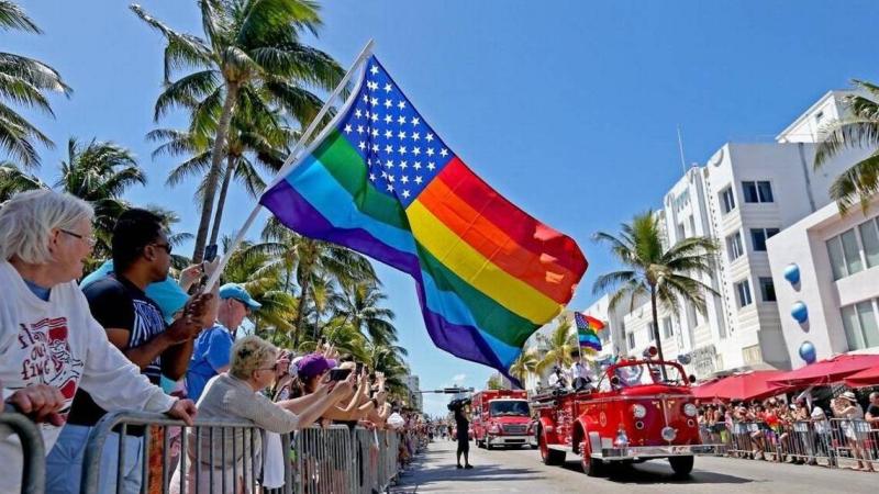 2 gay pride